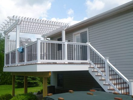 Vynyl Deck with Pergola