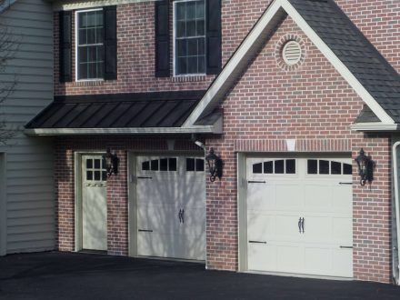 3-car garage with a 2nd floor apartment